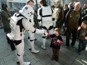 Pyrkon 2012 - szturmowcy przyjaciółmi najmłodszych